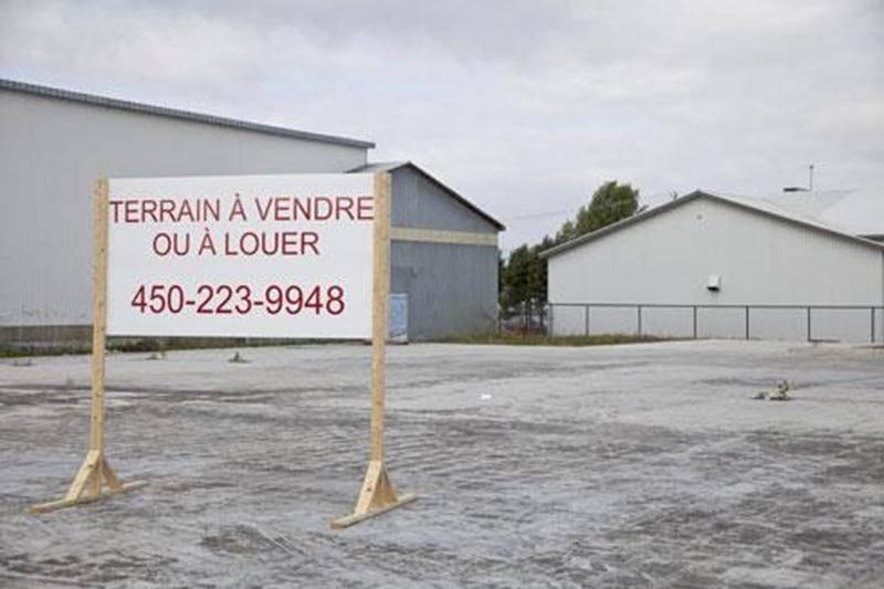 Le terrain de l'Inter Marché est à vendre. Mme Gagnon ne reconstruira pas le supermarché qu'elle a perdu dans l'incendie du mois de mars.