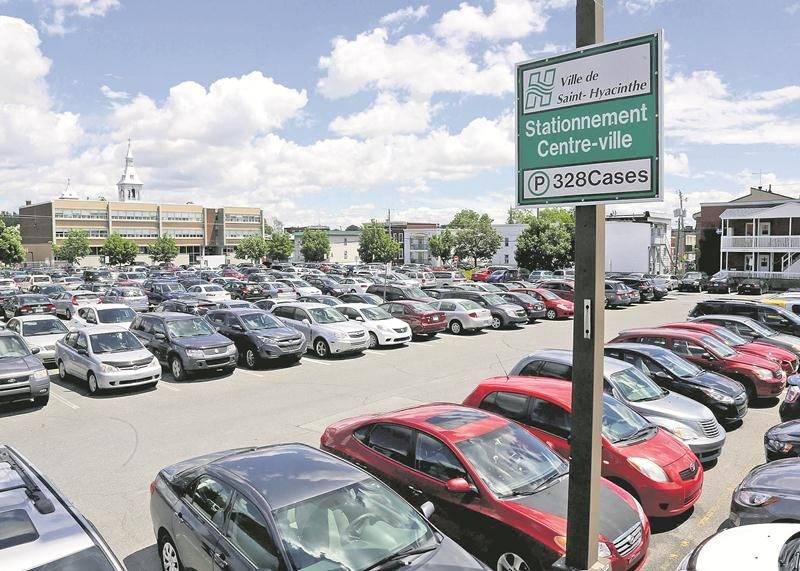 La Ville a rejeté toutes les soumissions dans le projet de signalisation à jalonnement dynamique, qui vise les stationnements publics.