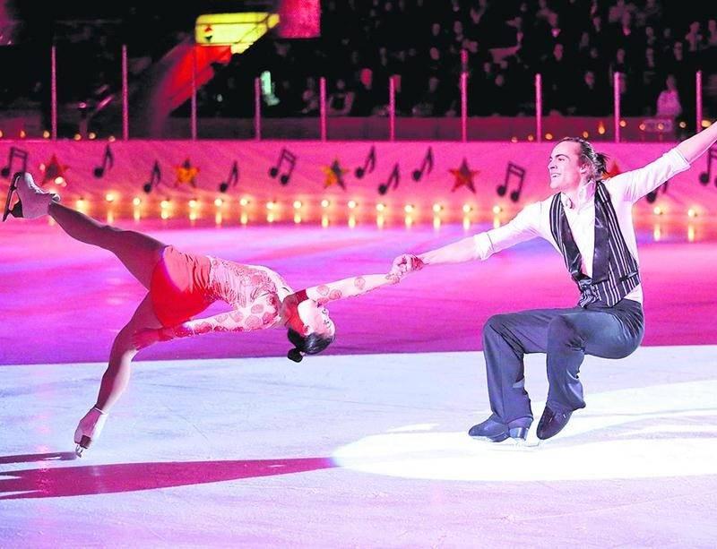Les patineurs invités Naomie Boudreau et Cédric Savard, médaillés d'argent au championnat junior de section du Québec et participants au championnat canadien, ont présenté deux numéros lors du gala.