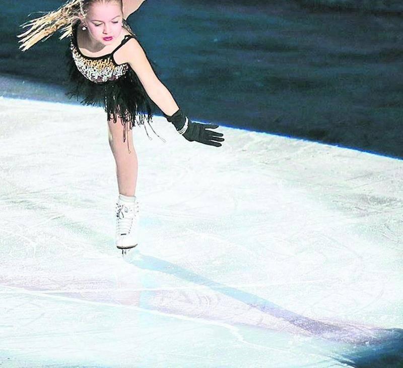 Une quinzaine de solos et cinq duos ont animé la 62e Revue sur glace du Club de patinage artistique de Saint-Hyacinthe, mettant en lumière patineurs et patineuses les plus prometteurs.