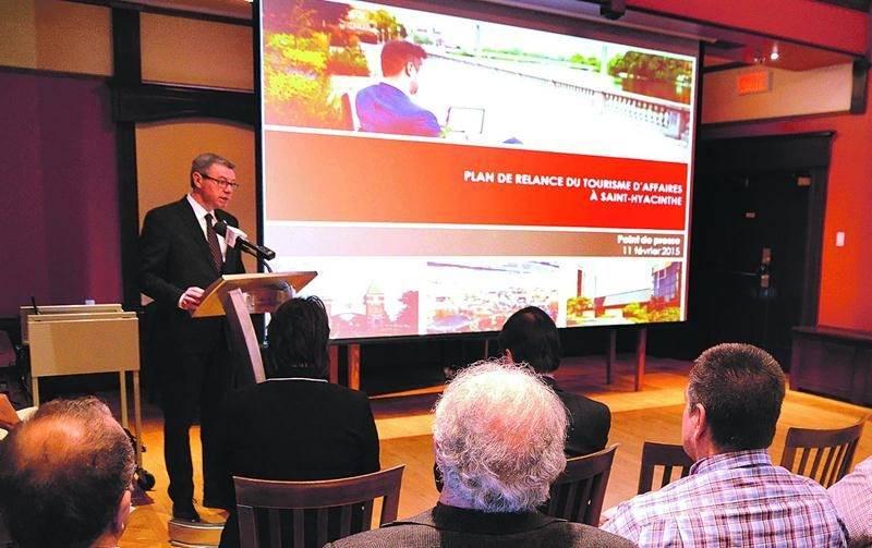 Le maire de Saint-Hyacinthe, Claude Corbeil, lors de l'annonce du plan de relance du tourisme d'affaires à Saint-Hyacinthe en février dernier. Photo François Larivière | Le Courrier ©