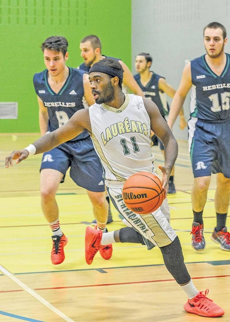 De retour à l'action après trois ans d'absence, l'équipe masculine de basketball du Cégep de Saint-Hyacinthe a obtenu le dernier accès pour le championnat de conférence Nord-Est en division 2.  Photothèque | Le Courrier ©