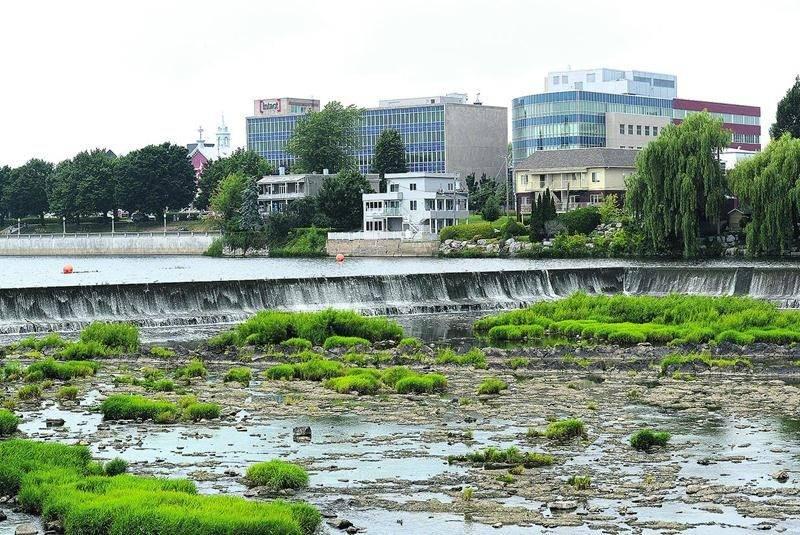 Le barrage Penman's (photo d'archives). Selon Michel Morissette, le faible débit de la rivière Yamaska en ce moment s'apparente à celui observé normalement en août lors de temps sec. Son état reste donc préoccupant cet été, puisqu'une sécheresse pourrait faire baisser dangereusement le débit de l'eau. Photothèque | Le Courrier ©