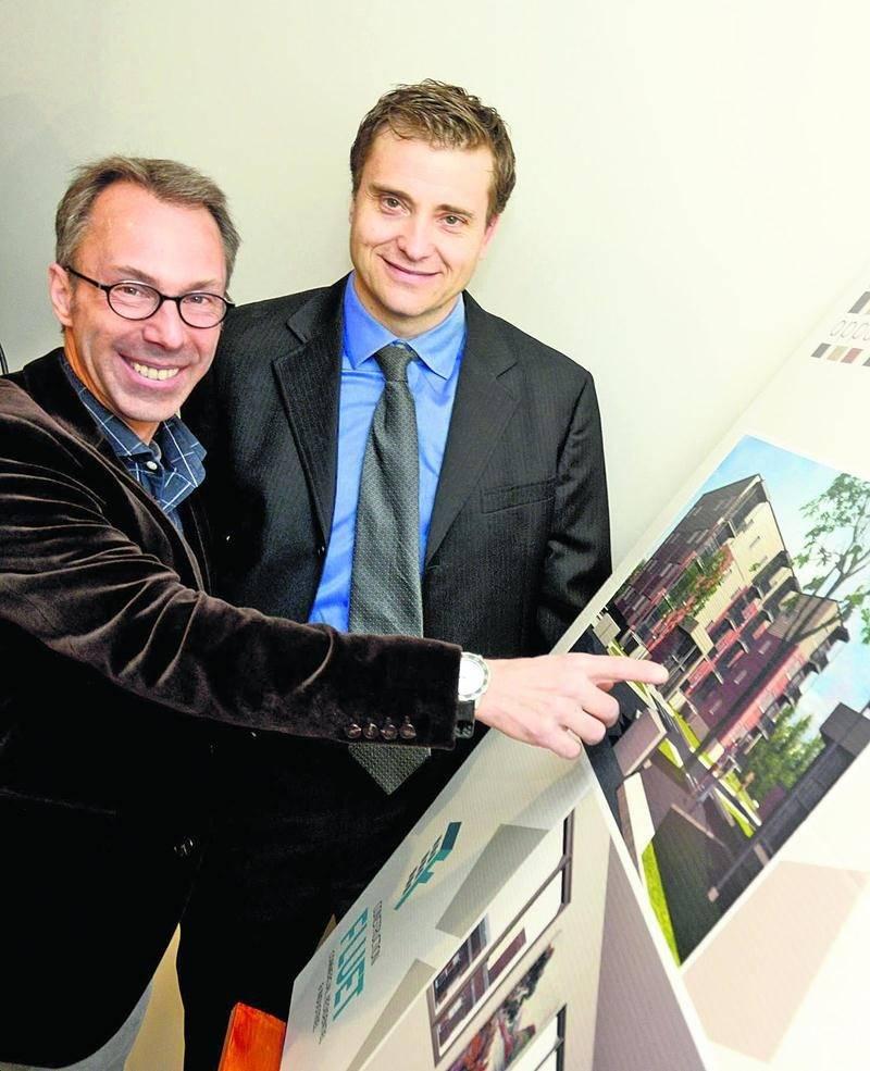Sur la photo, de gauche à droite, Pierre Goyette de la firme Goyette Architecte et Enrico Fluet, président de Construction Fluet. Photo François Larivière | Le Courrier ©