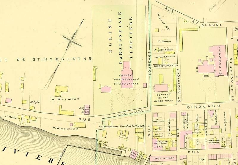 Reproduction d'un plan de Saint-Hyacinthe datant de 1880. On y distingue le cimetière paroissial qui occupait l'arrière du terrain de l'église paroissiale. Centre d'histoire de Saint-Hyacinthe