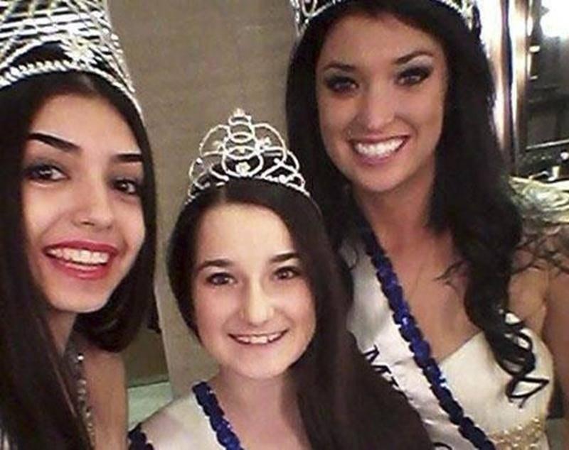 Annabelle Malo (au centre) a remporté le titre de Miss Québec « pré-teen » le 1 er mars.
