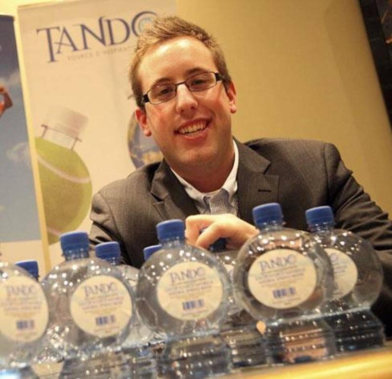 Raphael Gosselin-Deschesnes a lancé, à l'été 2011, le premier d'une série de bouteilles d'eau au concept innovateur, dont le but est de promouvoir la pratique du sport.