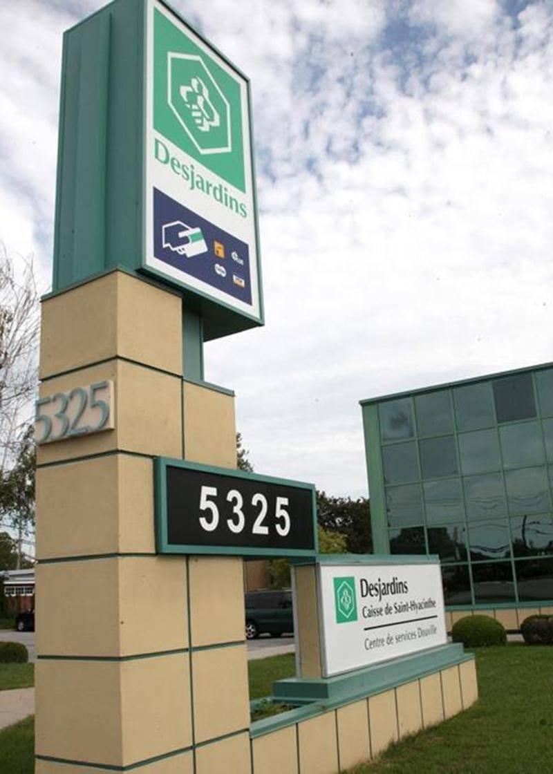 Le Centre de services Douville de la Caisse Desjardins de Saint-Hyacinthe a été mis en vente à la suite d'un processus de transfert. La Résidence Funéraire Maska aurait une longueur d'avance parmi les acheteurs intéressés.