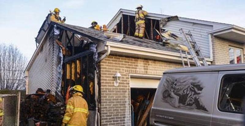 Des cendres jetées sont à nouveau à l'origine d'un incendie, cette fois dans le secteur Saint-Joseph à Saint-Hyacinthe. Le feu a débuté, mardi, vers 15 h, à l'extérieur du garage d'une résidence de l'avenue de la Philarmonique. Les flammes se sont propagées au toit du garage et partiellement à celui de la maison. Grâce à une intervention rapide, les pompiers ont vite fait de maîtriser le feu, épargnant la majeure partie de la demeure. Les propriétaires étaient absents au moment de l'incendie. C'