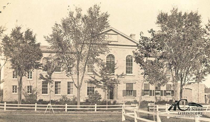Ancien palais de justice vers 1905. Centre d'histoire de Saint-Hyacinthe, CH478.