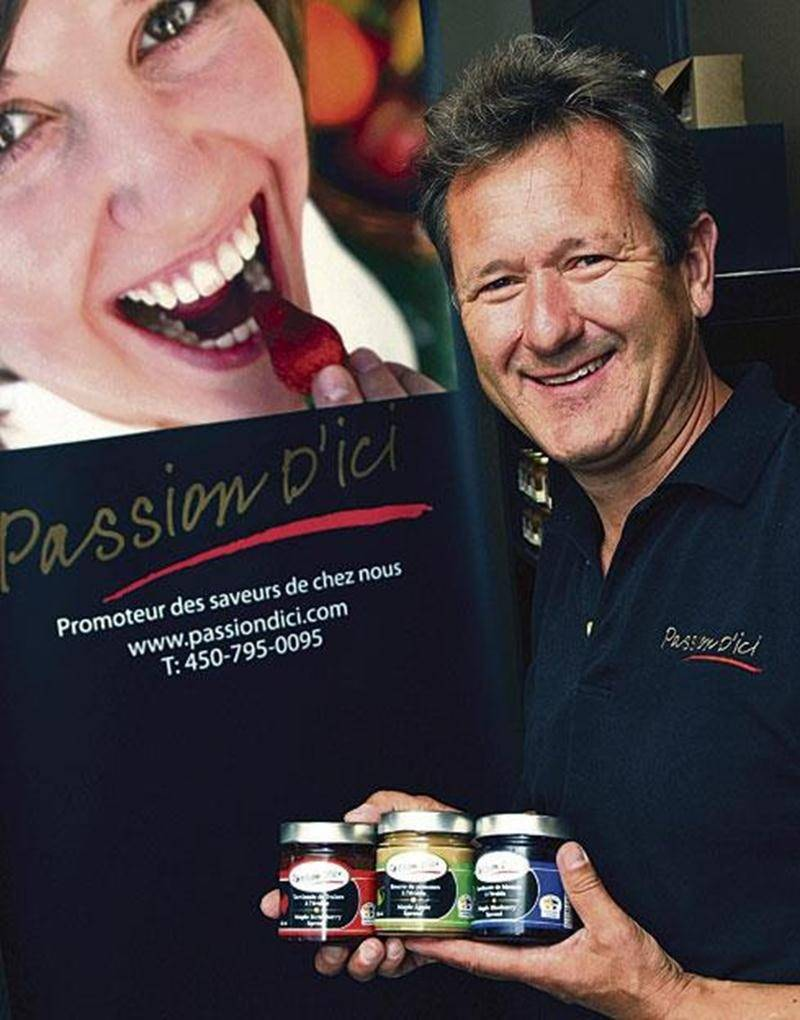 En plus de leur gamme de tartinades sucrées au sirop d'érable, Paul Samson et son équipe représentent près d'une dizaine de petits producteurs alimentaires québécois.