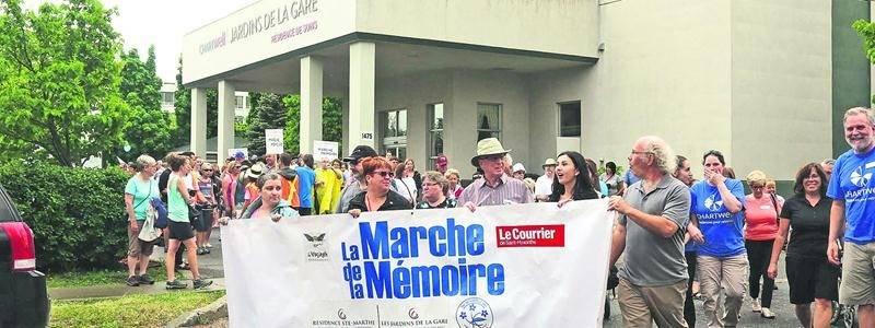 Plus de 300 personnes se sont réunies à l'occasion de la Marche de la Mémoire, au profit de la Société d'Alzheimer des Maskoutains-Vallée-des-Patriotes. Photo Robert Gosselin | Le Courrier ©
