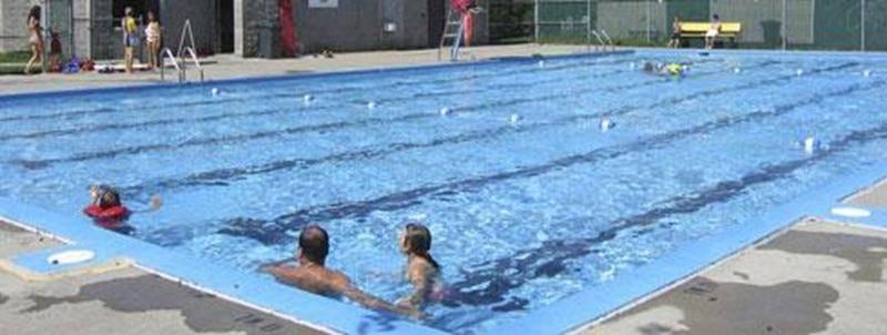 La Ville de Saint-Hyacinthe confie à la Corporation aquatique maskoutaine la gestion des 8 piscines municipales, 4 pataugeoires et 5 jeux d'eau de son territoire. Accès gratuit pour tous. Aujourd'hui et demain, les piscines ouvrent à 15 h 30. Veuillez noter que la piscine du quartier Douville est fermée en raison de la construction du nouveau Centre communautaire; quant à la piscine du quartier La Providence, les travaux de finition du nouveau chalet d'accueil devraient se terminer sous peu. Pou