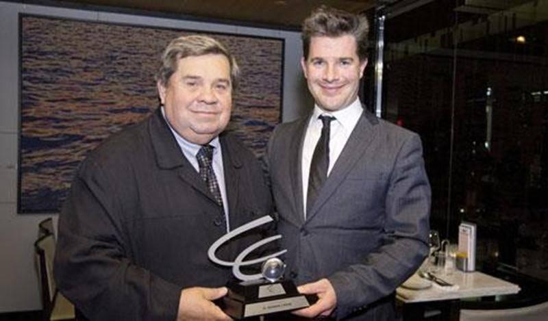 Germain Caron a reçu le prix Michel Hupé 2013 des mains de François-Patrick Allard, directeur général de la Société des bingos du Québec.