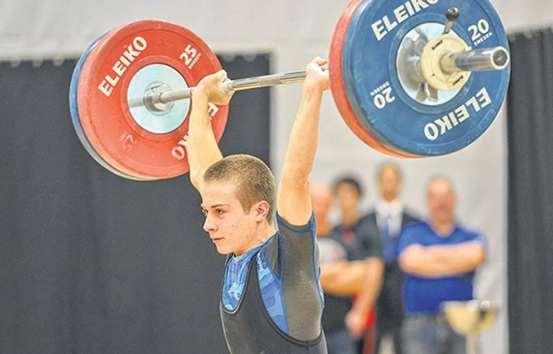 Avec son record à l'épaulé-jeté, Youri Simard détient désormais tous les records canadiens juniors chez les 56 kg. Photothèque | Le Courrier ©