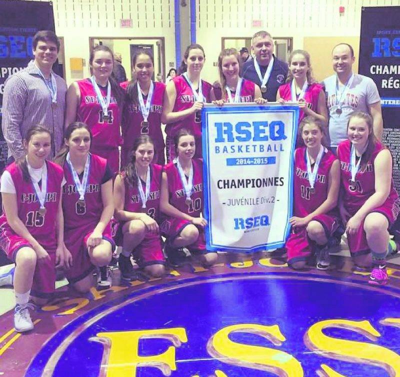Les Patriotes de l'ESSJ ont défait Heritage High School 42 à 28 en finale juvénile féminin D2. Photo Courtoisie