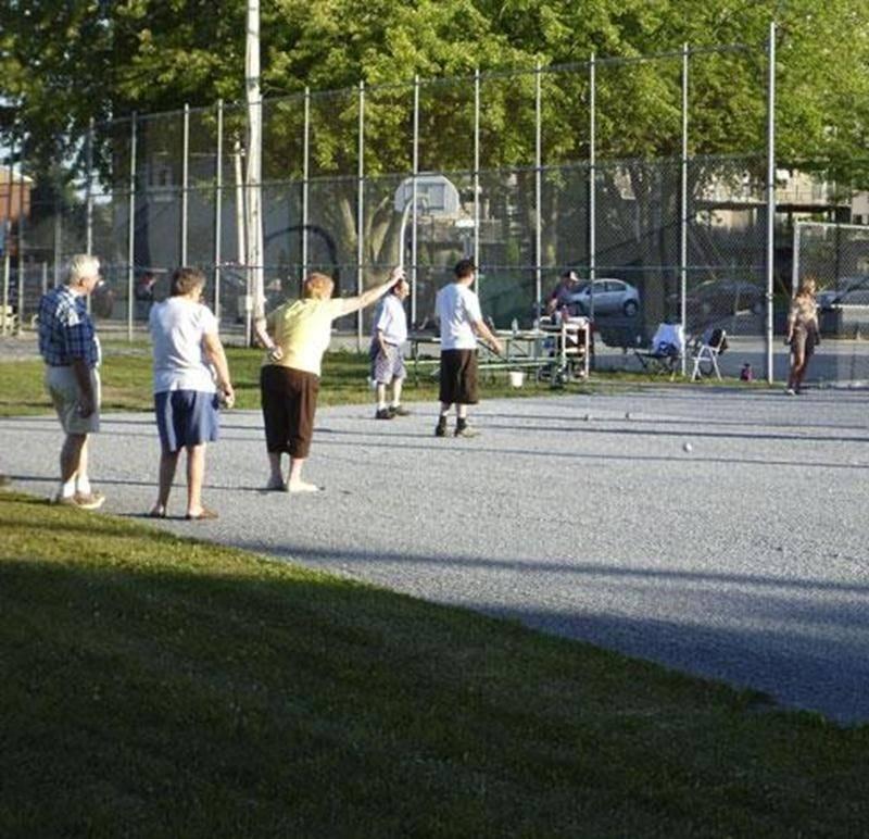 Un tournoi de pétanque est au nombre des activités prévues lors de la fête de quartier des Loisirs Notre-Dame.