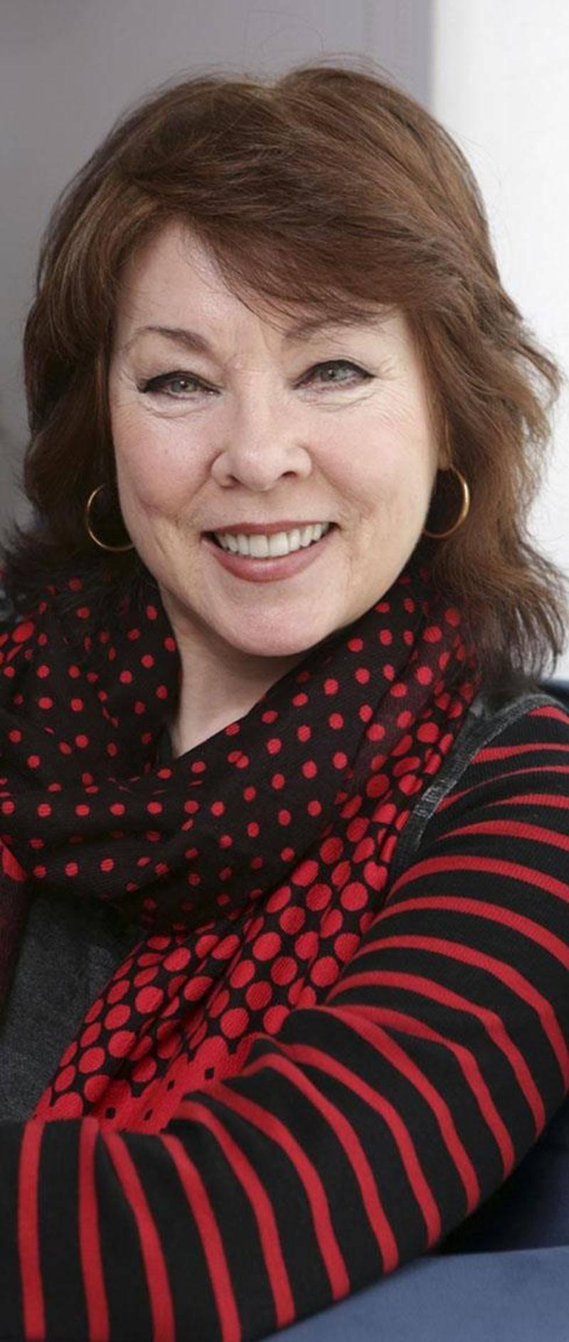 Réclamée par son public, Nicole Martin effectue un retour sur les planches des différentes salles de spectacle du Québec.