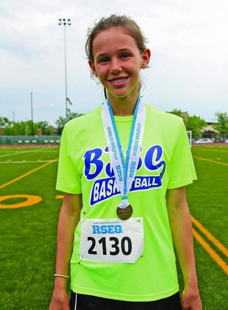 Florence Ouellet a remporté trois épreuves lors du championnat régional d'athlétisme du RSEQ Montérégie, aidant l'équipe féminine de 6e année de l'école Bois-Joli-Sacré-Coeur à prendre le 2e rang. Photo Courtoisie RSEQ Montérégie
