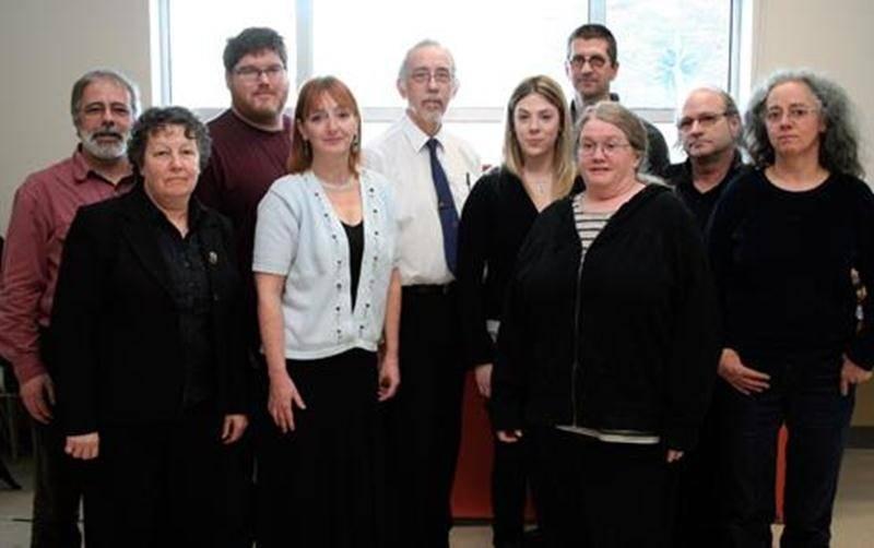 Sur la photo, à l'avant, de gauche à droite, on retrouve les membres du comité de coordination: Renée Bellemare, Lyne Goulet, Sylviane Letarte et Joan Tremblay. À l'arrière, dans le même ordre: Richard Gingras, Richard Turcotte, Jean Barrette, Luc Tremblay, Michel Camiré et Danielle Pelland.