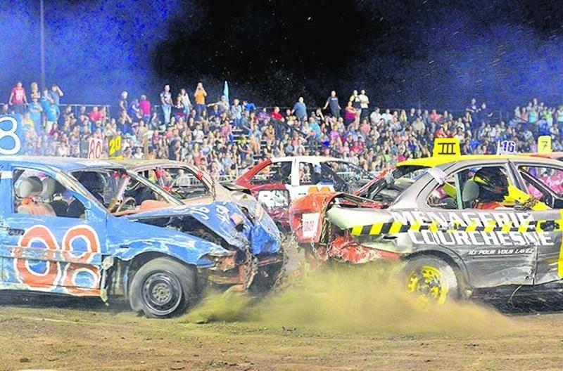 Le super derby de démolition demeure une activité appréciée des visiteurs. Photo François Larivière   Le Courrier ©