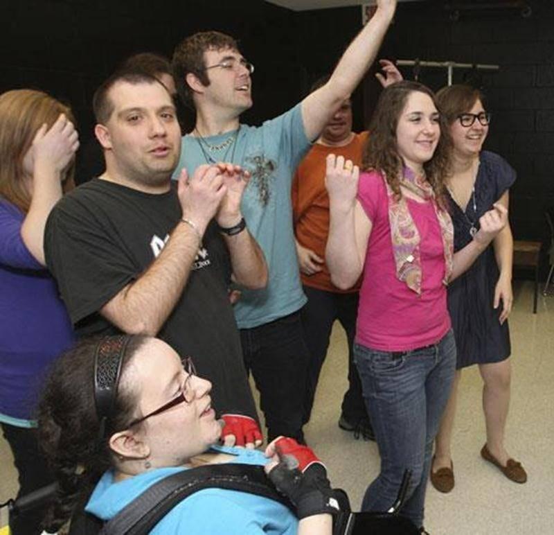 Les élèves de la Polyvalente Hyacinthe-Delorme ont participé à un match d'impro en compagnie de personnes vivant avec une déficience intellectuelle dans le cadre de la Semaine québécoise de la déficience intellectuelle.
