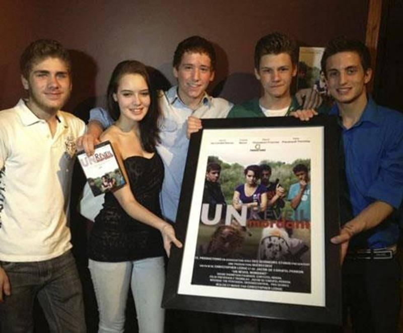 La première du film « Un Réveil Mordant »,du jeune cinéaste maskoutain et étudiant du CAG Christopher Leduc, a été présentée au Collège Antoine-Girouard le 7 mai.