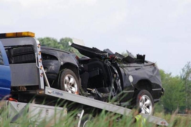 Un accident impliquant un véhicule a fait un mort vers 4 h mardi matin sur l'autoroute 20 à la hauteur de Sainte-Hélène-de-Bagot. Selon la Sûreté du Québec, l'automobiliste aurait perdu la maîtrise de sa camionnette avant de percuter un muret de ciment et un poteau pour terminer sa course en faisant un tonneau. L'homme a été transporté au centre hospitalier où son décès a été constaté. La voie de droite de l'autoroute a été fermée pendant plusieurs heures. Mercredi après-midi, la SQ n'était touj