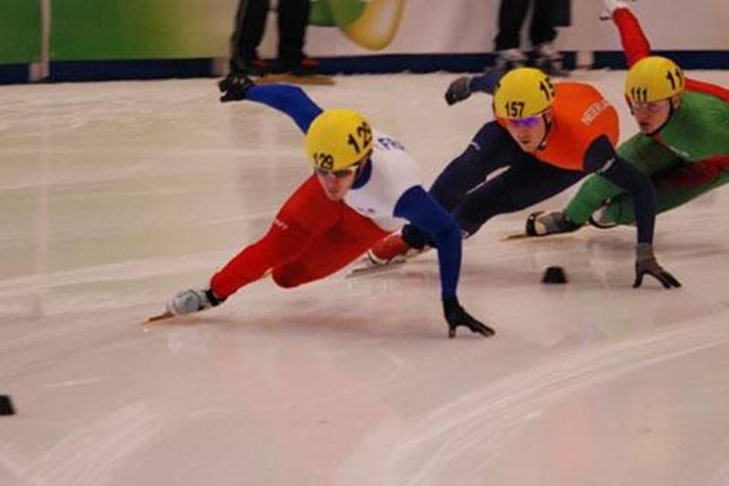 Le Club de patinage de vitesse de Saint-Hyacinthe invite les personnes intéressées à se renseigner sur ce sport en rencontrant les membres lors du Carrefour du loisir aux Galeries St-Hyacinthe, le vendredi 26 août entre 18 h et 21 h et le samedi 27 août entre 10 h et midi. Les cours ont lieu le dimanche de 14 h à 15 h au stade C.-A.-Gauvin. La session débute le 28 août au stade C.-A.-Gauvin à compter de 14 h.