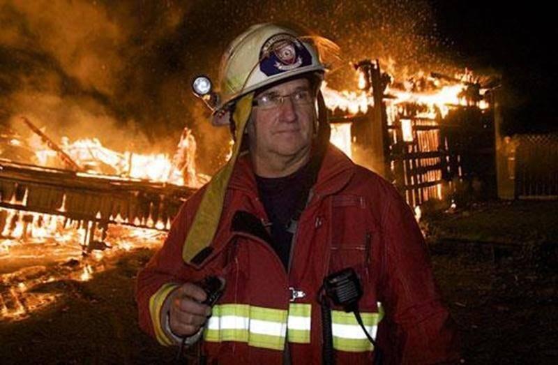 Le chef du Service des incendies de Saint-Hugues, Michel Bastien, pourra continuer de siéger à la table du conseil de sa municipalité.