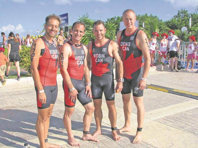 Les Maskoutains Olivier Robert, Dominic Rodier, Jonathan Robin et Sylvain Denis ont complété l'épreuve sprint au Championnat du monde de triathlon à Cozumel, au Mexique Photo Courtoisie