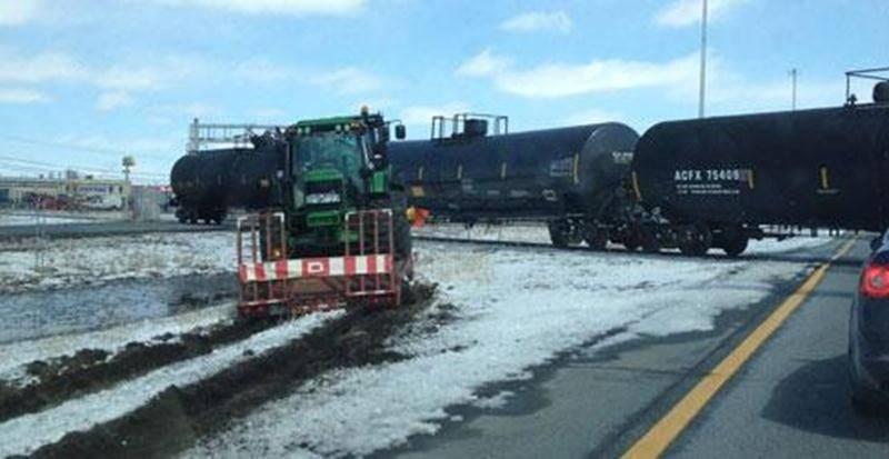 Une autre collision a été évitée de justesse à la hauteur du passage à niveau de l'autoroute 20 à Saint-Hyacinthe le 16 avril alors qu'un train traversait.