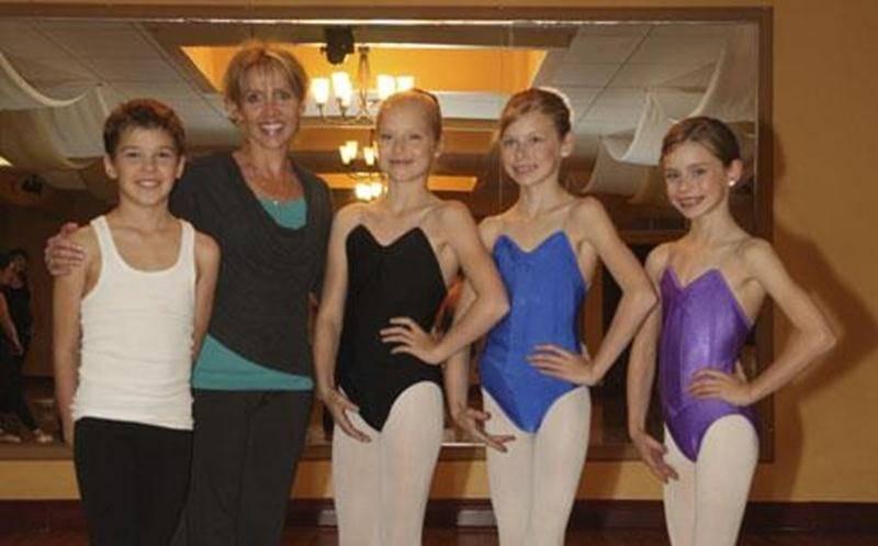 Matis Dautry, Anne-Élisabeth, Alexandra et Victoria Chartier, élèves de Louise Labrecque, seront de la distribution du ballet Casse-Noisette des Grands Ballets Canadiens de Montréal.