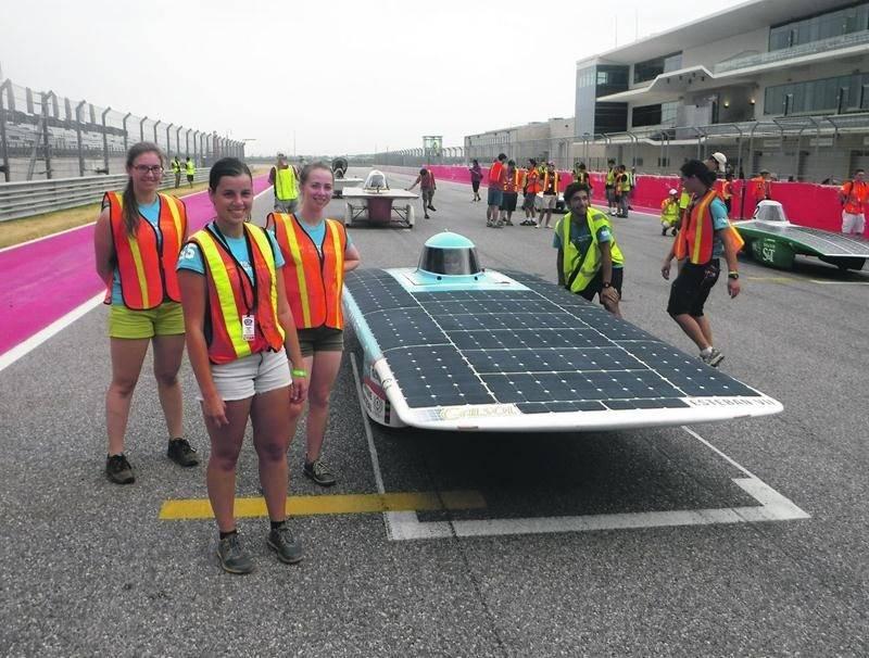 La Maskoutaine Amanda Hébert, à l'avant, et ses coéquipiers ont décroché la 2e position à la course de voitures solaires Formula Sun Grand Prix, au Texas. Photo courtoisie