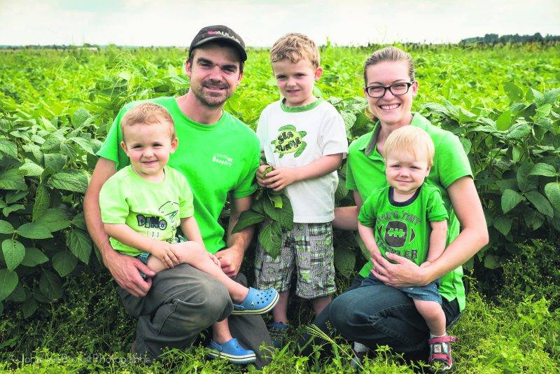 Billy et Cindy Beaudry et leurs enfants. Photo Johanne Brunet