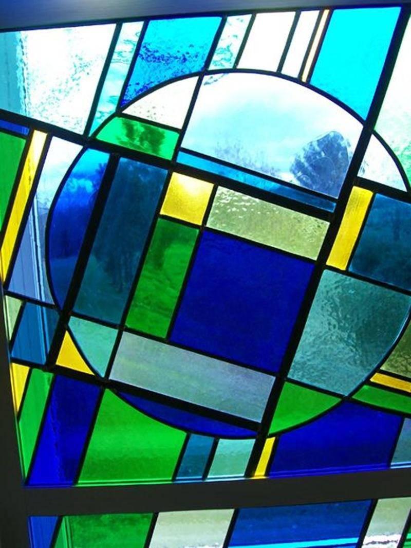 Le Bureau de tourisme et des congrès de Saint-Hyacinthe accueille dans son aire d'exposition les oeuvres des membres de l'Association des retraités de l'enseignement Richelieu-Yamaska (AREQ) jusqu'au 16 septembre. À l'occasion du 25<sup>e</sup> anniversaire de sa fondation, l'organisme présente son volet Arts dans une magnifique exposition d'oeuvres réalisées par des enseignants à la retraite. Plusieurs médiums seront représentés tels que le vitrail, l'aquarelle, la broderie, la céramique, la pe