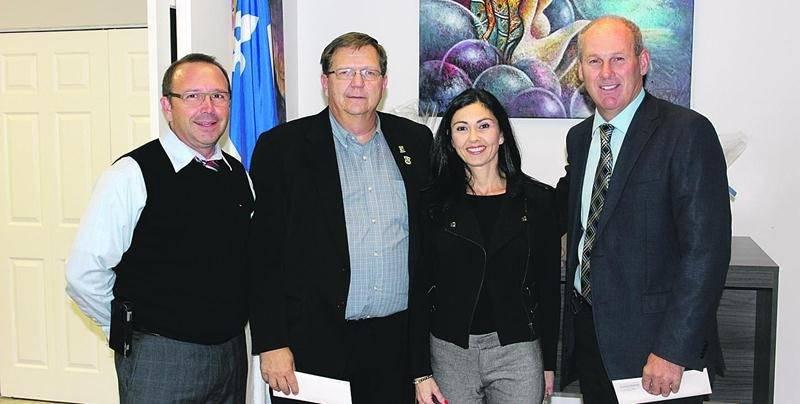 Sur la photo, de gauche à droite : Alain Veilleux, maire de Saint-Hugues; Alain Jobin, maire de Saint-Barnabé-Sud; la députée Chantal Soucy, Mario St-Pierre, maire de Saint-Pie.