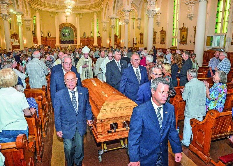 L'église Notre-Dame-du-Rosaire était en bonne partie remplie pour les funérailles du père Roger Lussier, qui était curé de la paroisse depuis 1983. Photo François Larivière | Le Courrier ©