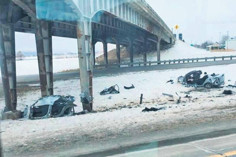 La collision avec le pilier central du viaduc a été particulièrement violente. La victime n'a eu aucune chance. Photo Normand Racine