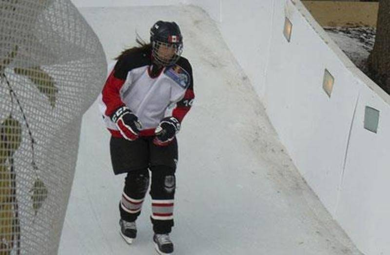 Julie Savoie lors de sa participation au Red Bull Crashed Ice à Niagara Falls.