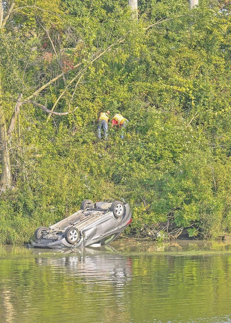 Miraculeusement, le conducteur n'a pas été gravement blessé dans cette sortie de route percutante.   Photo François Larivière | Le Courrier ©