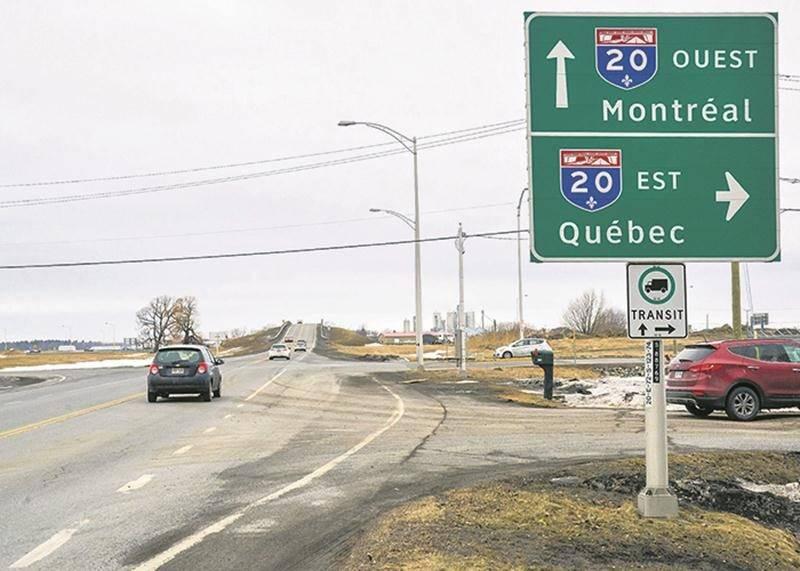 La députée Chantal Soucy estime que l'intersection du Grand Rang et de la bretelle de la sortie 123 de l'A-20 est un endroit dangereux qui mérite une intervention adéquate de la part du MTQ.   Photo François Larivière | Le Courrier ©