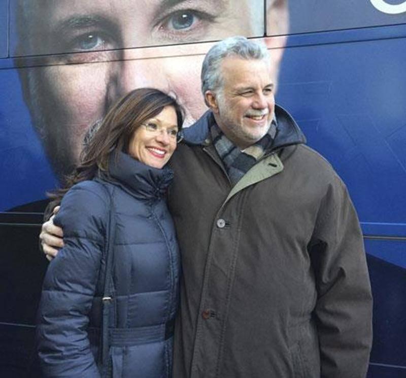 Louise Arpin en compagnie du chef libéral Philippe Couillard lors d'un déplacement à Québec.