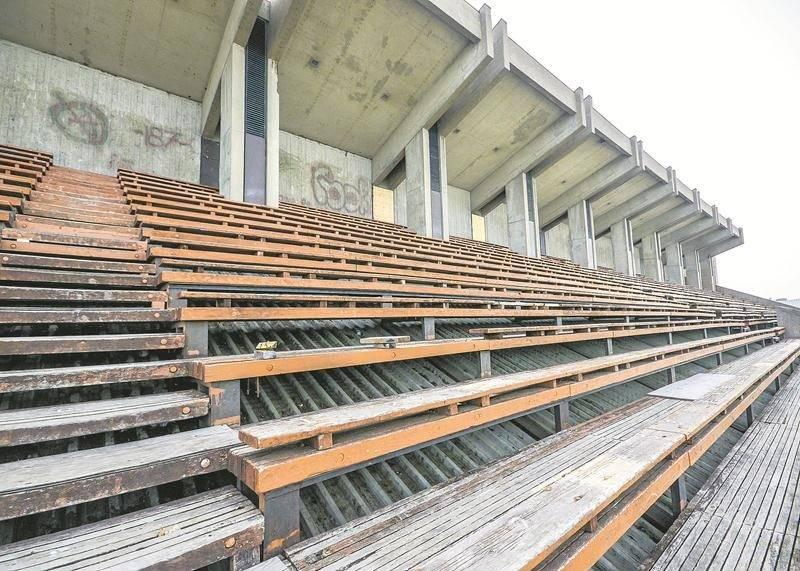 Les estrades extérieures situées à l'arrière de l'ancien Centre culturel et sportif sont utilisées lors des activités de sports extrêmes de l'Expo agricole. Photo François Larivière | Le Courrier ©