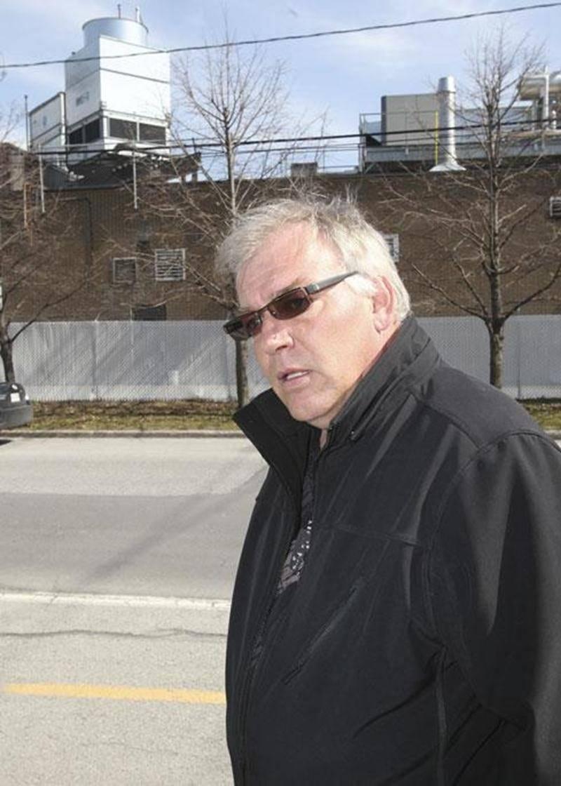 Michel Gosselin doute fort qu'un mur de 27 pieds de hauteur règle les problèmes que l'usine Olymel/Flamingo cause aux résidents du secteur.