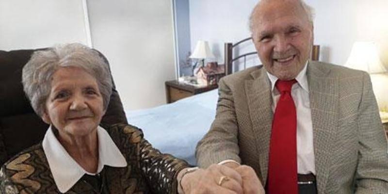 Amoureux depuis un an et demi, les octogénaires Jean-Wilfrid Sawyer et Laurette Robidoux se sont fiancés le jour de Noël.