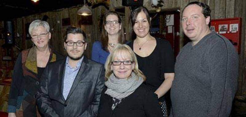 Les organisateurs de l'activité <em>Jazz ta vie pour un ami</em> promettent une soirée toute en musique le 17 janvier. Dans l'ordre habituel, en haut : Sylvie Tétreault, coordonnatrice du Trait d'Union Montérégien; Marie-Claude Morin, porte-parole de l'organisme; Steve Tétreault, président de l'organisme. En bas : Jocelyne Beaudoin, groupe <em>Vintage</em>; Dave Ruel et Linda Picard, membres du comité de financement.
