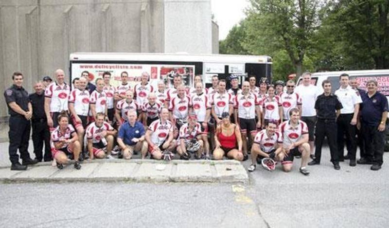 Le 25 juin, les cyclistes du Défi cycliste pour les Grands Brûlés étaient de passage à Saint-Hyacinthe. Partis de Nicolet le matin même, les pompiers participants sont arrivés chez nous vers 16 h 45, après une journée d'efforts, parfois sous la pluie. Le Défi cycliste regroupe des pompiers qui se retrouvent annuellement afin d'amasser des fonds pour la recherche et le traitement des grands brûlés. Leur périple dure cinq jours et totalise 1000 km à vélo. La Fondation des pompiers du Québec pour l
