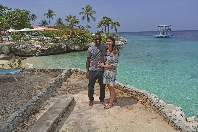 Jessica Gallant, en compagnie de son mari Joseph Statia, se targue d'offrir « un voyage tout inclus hors des sentiers battus sur une île magnifique », le tout en français. Photo courtoisie