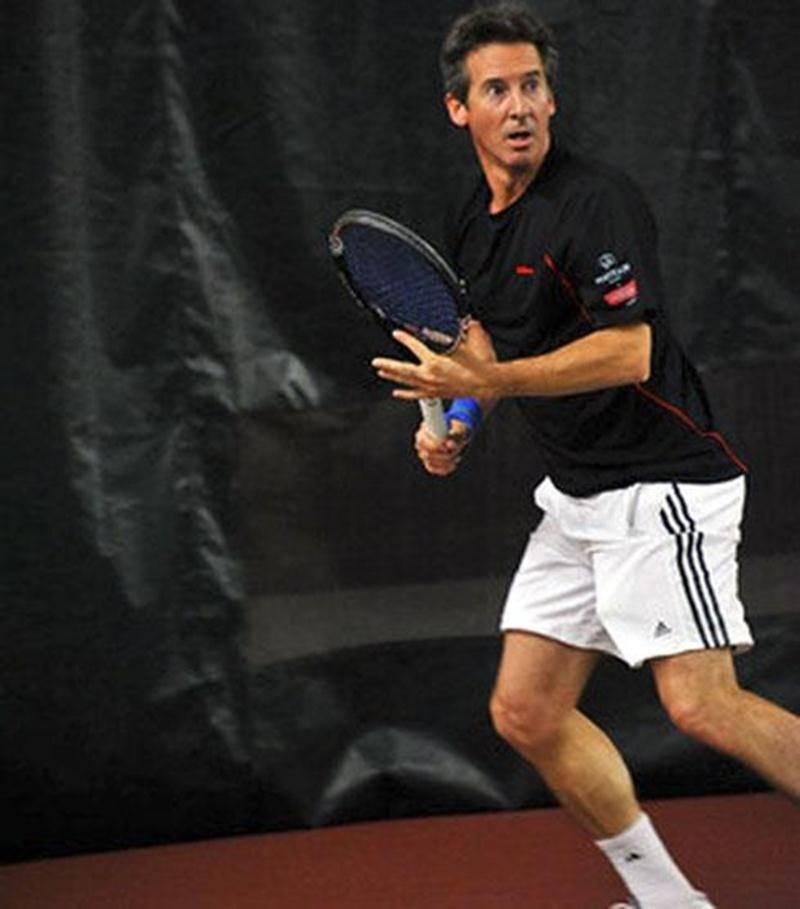 Denis Dumas est le seul joueur à avoir remporté les honneurs en simpe et en double cette année au Championnat senior de l'Est du Canada.